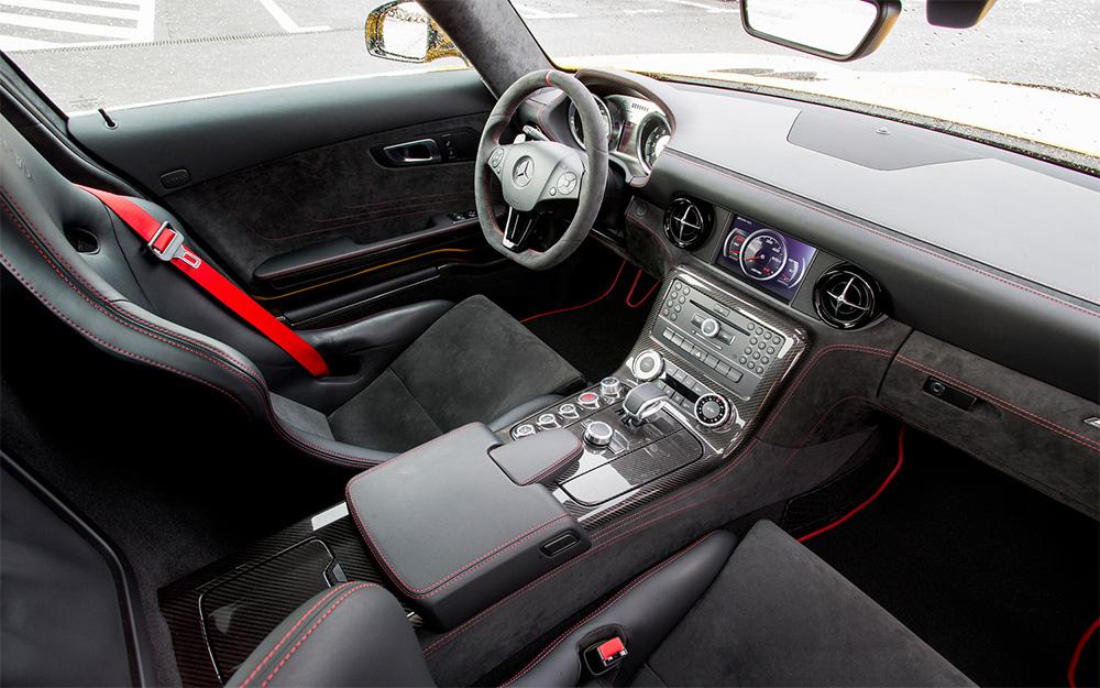 black-serise-interior