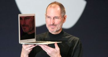 800px-Steve_Jobs_with_MacBook_Air_opt