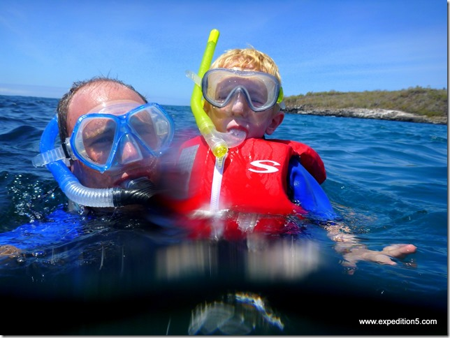 Clément a un peu peur des mamifères marins, mais se lance quand meme ! Galapagos, Equateur.