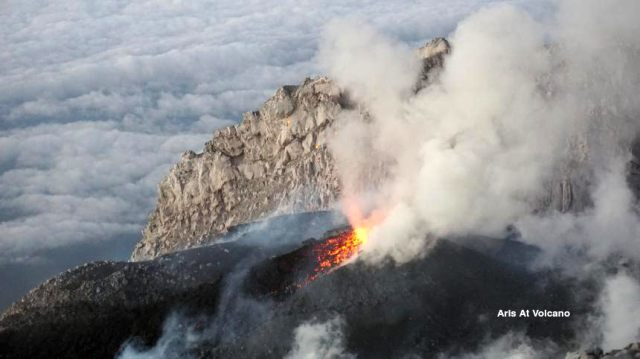 Volcanic Degassing and Small Plume also sometimes made rock fall on Mount Semeru 3696m!   Locate at East Java Indonesia, Mount Semeru call peak Name is Mahameru is the Highest Mountain in Java Island.