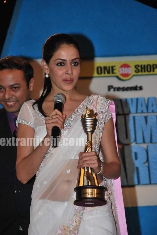 Genelia-dsouza-at-CNBC-Awaaz-Consumer-Awards-1.jpg