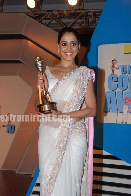 Genelia-dsouza-at-CNBC-Awaaz-Consumer-Awards-11.jpg