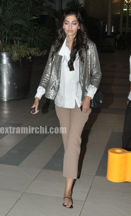 Sonam-Kapoor-returns-from-IHLS-Ahmedabad-Promotions-1.jpg