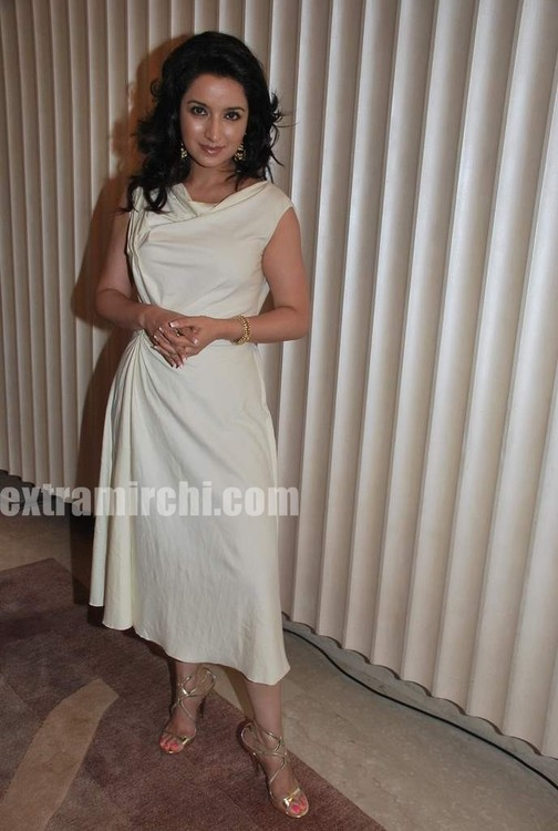 Tisca-Chopra-at-Gemfields-Retial-Jeweller-India-awards-10.jpg
