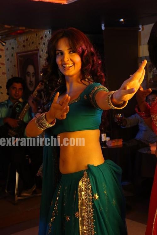 Actress-Rukhsar-as-bar-girl-1.jpg