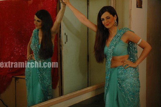 Actress-Rukhsar-as-bar-girl.jpg