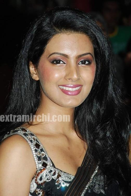 Geeta-Basra-at-Royal-Wedding-show-1.jpg