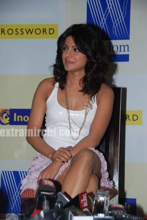 Priyanka-Chopra-launches-Sonal-Kalras-a-calmer-you-8.jpg
