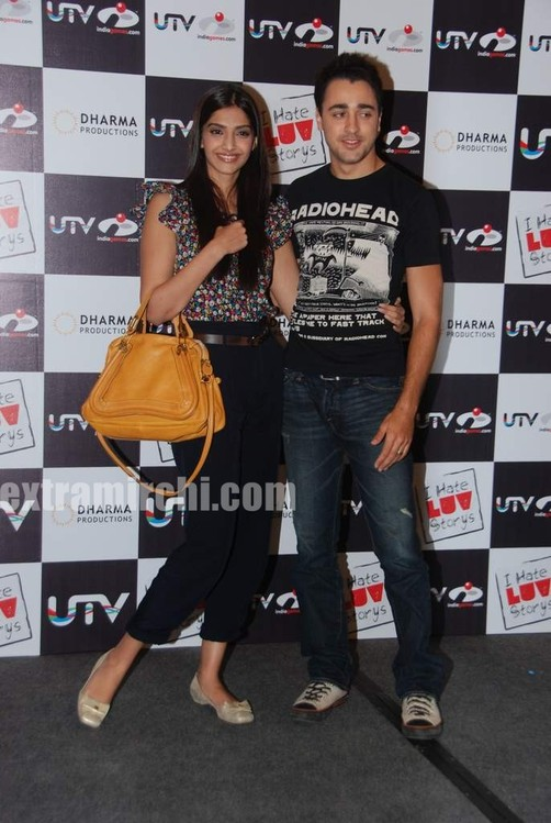 Sonam-and-Imran-at-I-Hate-Love-Stories-game-launch-4.jpg