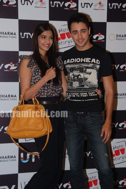 Sonam-and-Imran-at-I-Hate-Love-Stories-game-launch-5.jpg