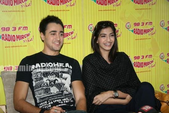 beautiful-Sonam-and-Imran-at-Radio-Mirchi-at-Lower-Parel-2.jpg