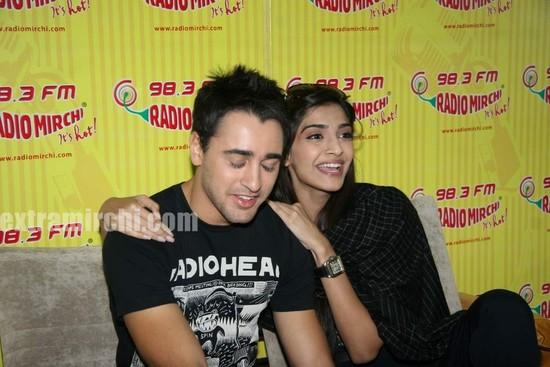 beautiful-Sonam-and-Imran-at-Radio-Mirchi-at-Lower-Parel-3.jpg