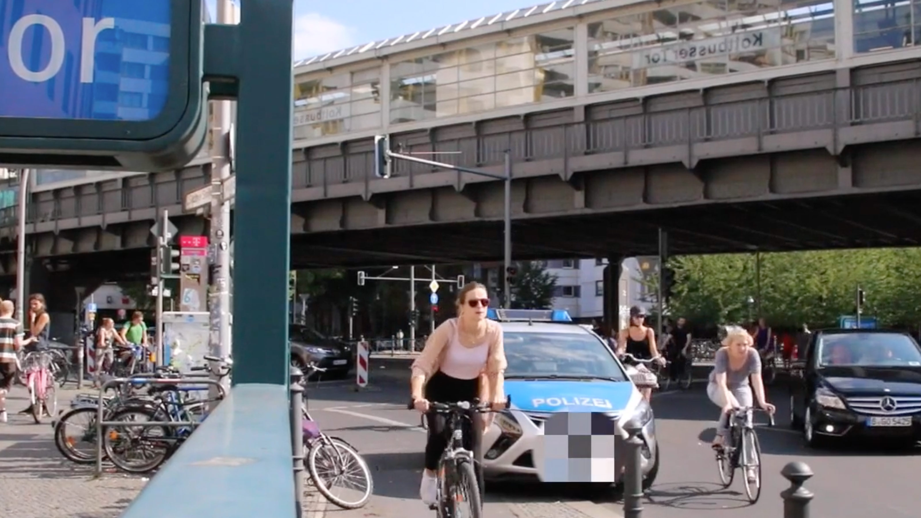 Cycling in Berlin. (Theory vs. Reality)