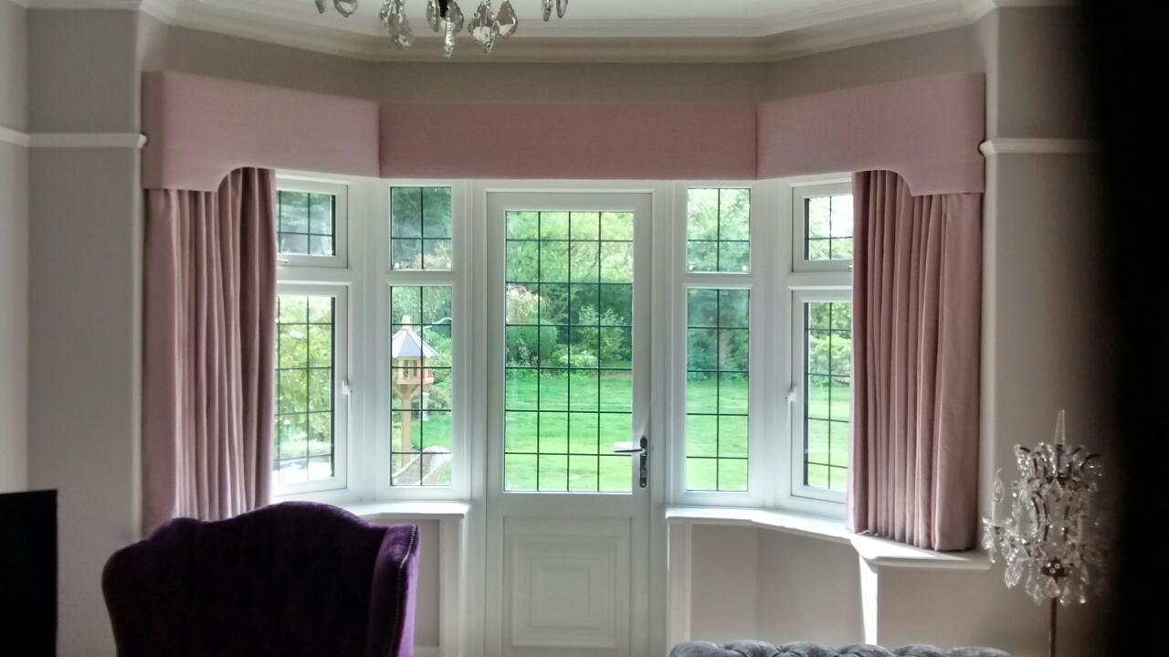 Stylish Matching Curtains A Plain Bay Window Curtain Pelmets Bay Window Curtains Bedroom Bay Window Curtains Kitchen Classic Shaped Bay Window Pelmet houzz 01 Bay Window Curtains