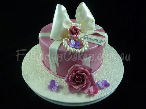 girly-gift-cake