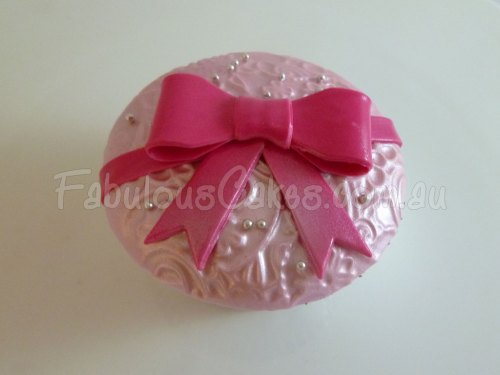 pink-bow-tie-cup-cake
