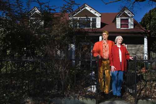 Frank Jump & Willy Broekveldt Jump in front of the reputed home of Lady Deborah Moody - Gravesend Neck, Brooklyn - photo by Richard Koek for the National Archive of the Netherlands