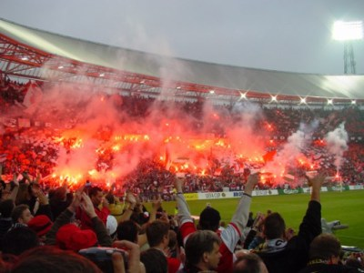 Stadionfakkels bij Feyenoord - Borussia Dortmund | Fakkels.com