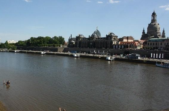 Dresden, am ersten heißen Tag des Jahres.