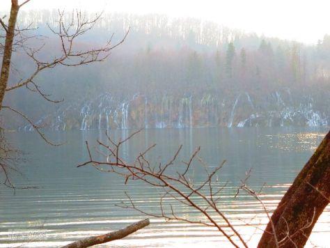 Jeden Augenblick erwarten wir eine Barke mit Flusselben über den See treiben zu sehen.