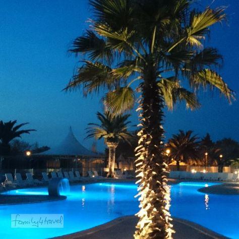 Pool und Palmen machen immer eine gute Figur! Campingplatz Marina d'Erba Rossa, Korsika.