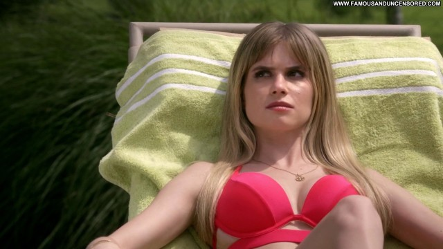Carlson Young Scream Tv Show Celebrity Hot