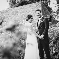 Mariage au chateau de vixouze dans le cantal près d'aurillac, photographie noir et blanc professionnelle.