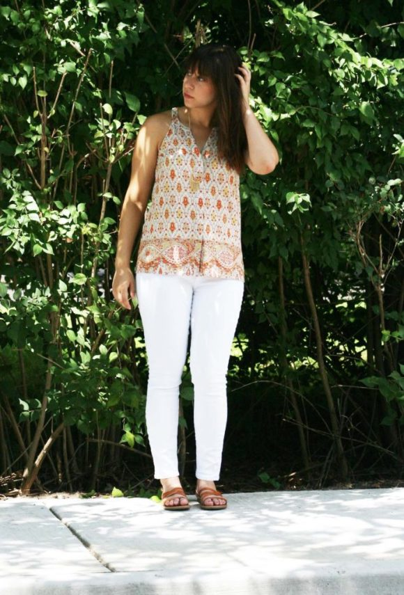 Jeanne FBC le-tote-giveaway-white-jeans-loft-paisley-coral-top-old-navy-strappy-huarache-sandals-cognac-fringe-necklace
