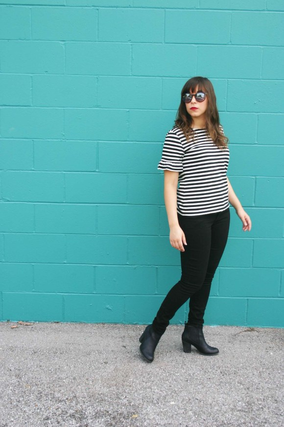 jeanne-fbc-j-crew-striped-ruffle-sleeve-t-shirt-gap-1969-black-skinny-jeans-steve-madden-leather-booties-loft-round-keyhole-sunglasses-fall-fashion-bell-sleeves-1