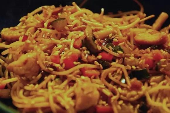 nouilles-chinoises-poulet-legumes