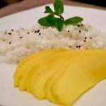 Khao Nia Mamuang (Riz gluant au lait de coco et mangue fraîche)