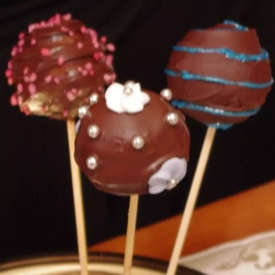 Cake pops chocolat et biscuits rose de Reims