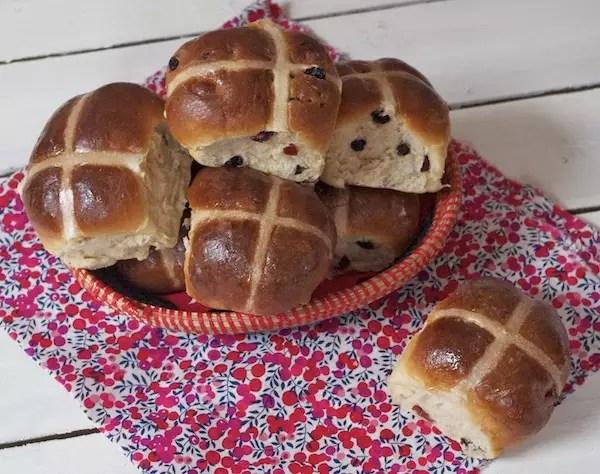 hot-cross-buns-brioche-paques