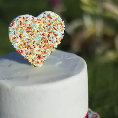 Cake topper cœur en sprinkles