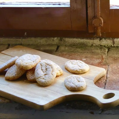 Ricciarelli biscuits from Siena