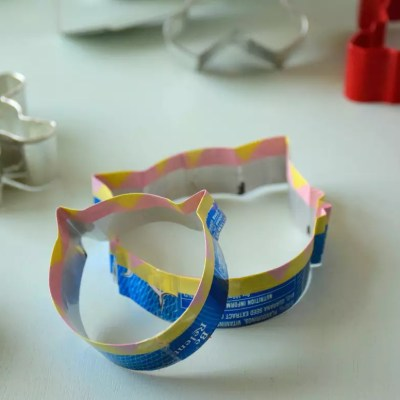 Make your own cookie cutter with a can