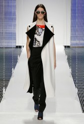Diors Cruise 2015 Show Takes on Scarves, Pattern