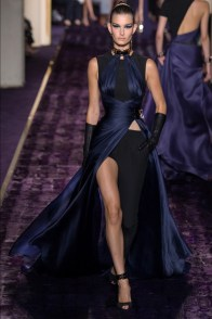 atelier-versace-2014-fall-haute-couture-show17