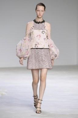Giambattista-Valli-Spring-2016-Haute-Couture-Runway13