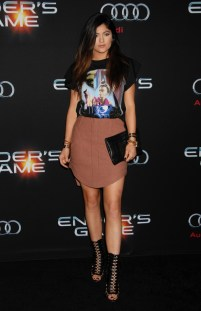 Kylie-Jenner-T-Shirt-Skirt-Outfit-2013-Enders-Game-Premiere