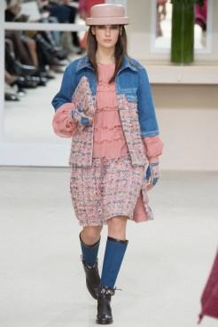 Chanel-2016-Fall-Winter-Runway12