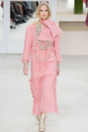 Chanel-2016-Fall-Winter-Runway14