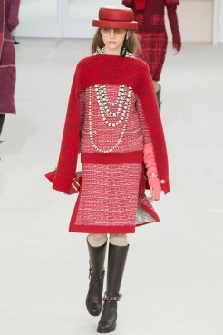 Chanel-2016-Fall-Winter-Runway19