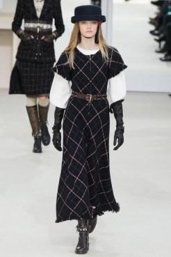 Chanel-2016-Fall-Winter-Runway26