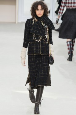 Chanel-2016-Fall-Winter-Runway30