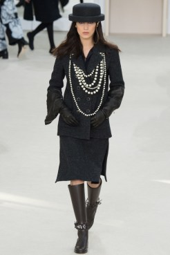 Chanel-2016-Fall-Winter-Runway48