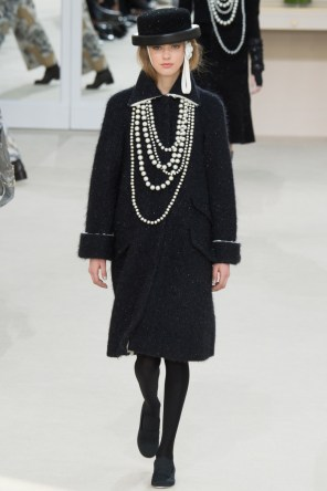 Chanel-2016-Fall-Winter-Runway51