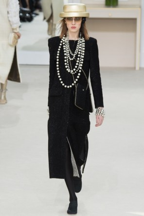 Chanel-2016-Fall-Winter-Runway54
