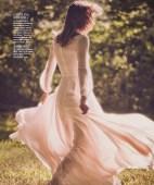 Karmen-Pedaru-Harpers-Bazaar-Span-2016-Cover-Editorial06