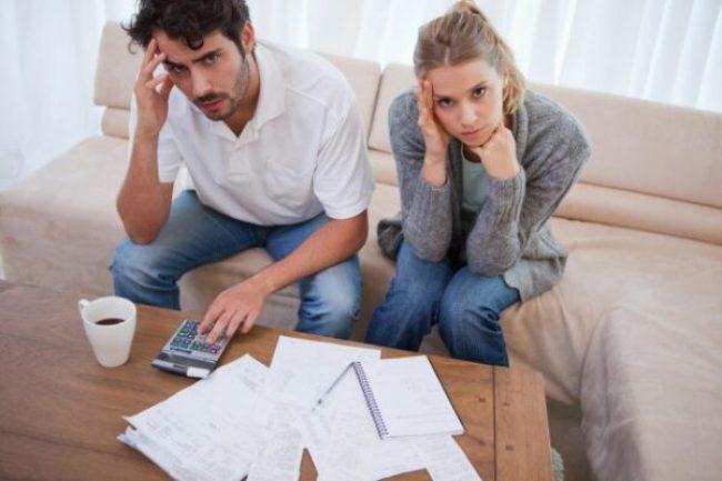 contas-dinheiro-financas-casal